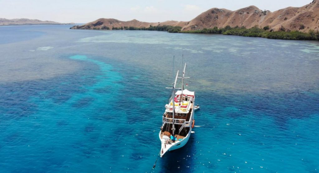 Let the Wind Blows: An Idyllic Komodo Boat Journey